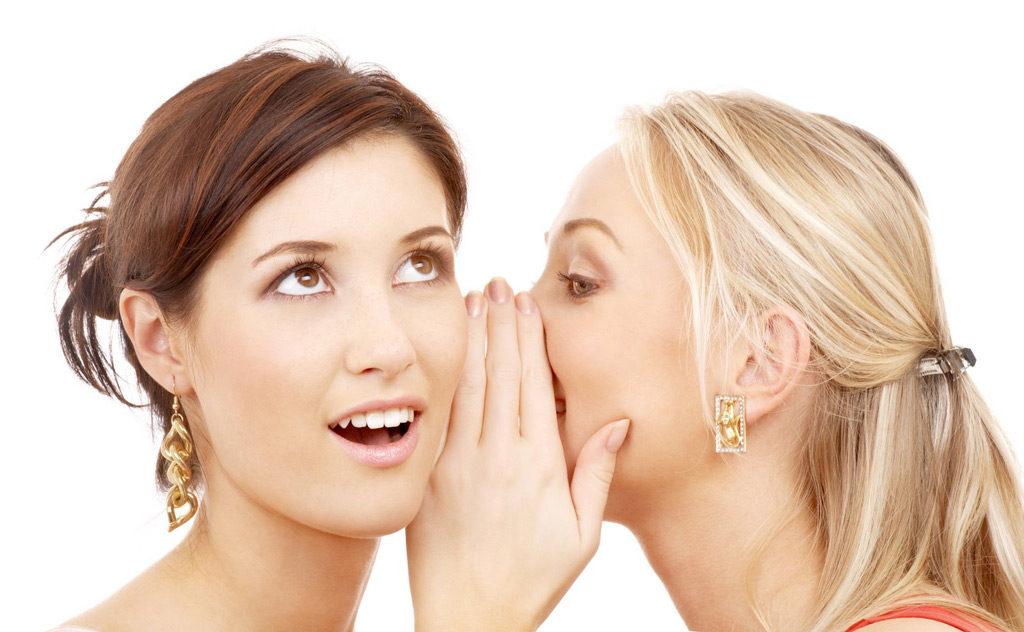 口コミする女性